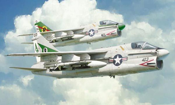 MAQUETTE ITALERI I1411 A-7E Corsair II AVION SYRACOM MODELISME ESLETTES ROUEN NORMANDIE